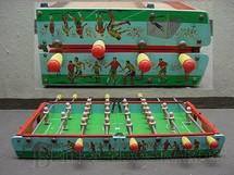 1. Brinquedos antigos - Estrela - Futebol de mesa Pebolim dobrável com 90,00 x 70,00 cm São Paulo e Palmeiras Ano 1970