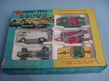 1. Brinquedos antigos - Corgi Toys - Gift Set Lotus Racing Team completo Década de 1960