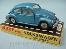 1. Brinquedos antigos - Dinky Toys - Volkswagen Sedan 1300 azul metálico Década de 1970