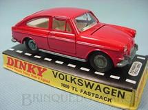 1. Brinquedos antigos - Dinky Toys - Volkswagen 1600 TL Fastback Década de 1960