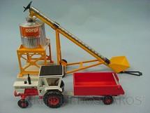 1. Brinquedos antigos - Corgi Toys - Gift Set David Brow Tractor completo com silo