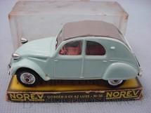 1. Brinquedos antigos - Norev - Citroen 2 CV AZ Luxe Década de 1960