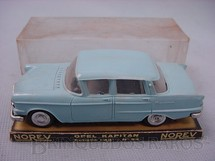 1. Brinquedos antigos - Norev - Opel Kaptan Década de 1960