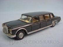 1. Brinquedos antigos - Dinky Toys - Mercedes Benz 600 cinza Década de 1960