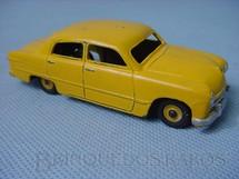 1. Brinquedos antigos - Dinky Toys - Ford Fordor Sedan amarelo Década de 1950