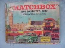 1. Brinquedos antigos - Matchbox - Catálogo Matchbox Ano 1966 edição em inglês