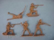 1. Brinquedos antigos - Sem identificação - Conjunto de cinco Índios Moecanos Década de 1980