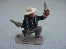 1. Brinquedos antigos - Lone Star - Cowboy ajoelhado com dois revolveres Década de 1960
