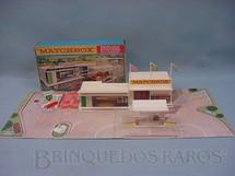 1. Brinquedos antigos - Matchbox - Posto de gasolina Service Station Whit Forecourt completo Década de 1960