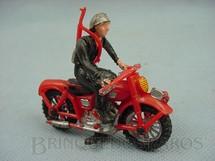 1. Brinquedos antigos - Casablanca e Gulliver - Motocicleta com 7,00 cm de comprimento e soldado de plástico pintado Década de 1970