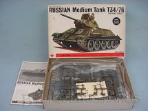 1. Brinquedos antigos - Bandai - Tanque  de Guerra Russo T34/76