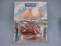 1. Brinquedos antigos - Heller - Barco de pesca Thonier Armor