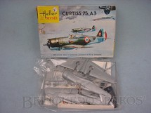 1. Brinquedos antigos - Heller - Avião Curtiss 75A3