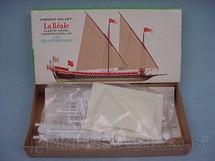 1. Brinquedos antigos - Lindberg - Barco La Reale French Galley