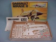 1. Brinquedos antigos - Revell - Avião Dassault Mirage III caixa mole