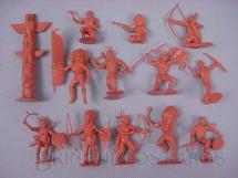 1. Brinquedos antigos - Marx - Conjunto de doze índios e um totem Década de 1970