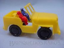 1. Brinquedos antigos - Beija Flôr - Jeep Willys com duas figuras com 10,00 cm de comprimento Década de 1950