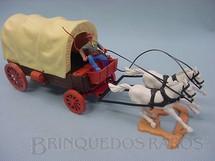 1. Brinquedos antigos - Timpo Toys - Carroça com dois cavalos e Cocheiro com chicote Década de 1970