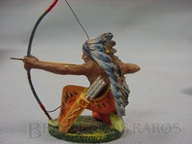 1. Brinquedos antigos - Elastolin - Chefe índio ajoelhado atirando com arco Década de 1950