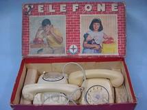 1. Brinquedos antigos - Estrela - Conjunto de dois Telefones Datado 21-07-1966