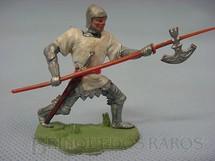 1. Brinquedos antigos - Britains - Soldado medieval avançando com lança Swoppet Perfeito com todos os detalhes