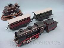 1. Brinquedos antigos - Kraus Fandor - Conjunto de Locomotiva à vapor 2 Carros de passageiros e transformador Década de 1930