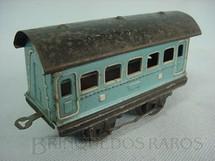1. Brinquedos antigos - Sem identificação - Carro de Passageiros azul com 2 eixos Década de 1940