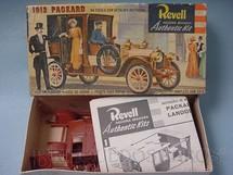 1. Brinquedos antigos - Revell - Carro Packard Landolé 1912 Caixa dura Década de 1960