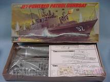 1. Brinquedos antigos - Revell - Barco Patrulha U.S. Navy Tacoma Jet Powered Patrol Gunboat Caixa mole Década de 1970