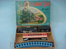 1. Brinquedos antigos - Modern Toys e Masudaya Toys - Conjunto de Locomotiva e 1 Carro de Passageiro Década de 1960