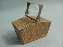 1. Brinquedos antigos - Metalma - Cesta de Pic Nic para Boneca com 10,00 cm de comprimento Década de 1930