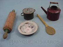 1. Brinquedos antigos - Sem identificação - Conjunto de cinco Utensílios para Cozinha de Boneca Década de 1930