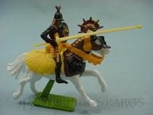 1. Brinquedos antigos - Britains - Guerreiro Sarraceno a cavalo com escudo e lança Série Deetail Década de 1970