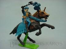 1. Brinquedos antigos - Britains - Guerreiro Sarraceno a cavalo com escudo e machado. Década de 1970