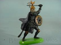 1. Brinquedos antigos - Britains - Guerreiro Sarraceno a pé com escudo e machado Década de 1970
