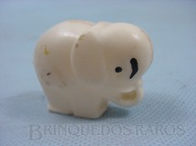1. Brinquedos antigos - Sem identificação - Elefantinho chocalho com 5,00 cm de comprimento Brinde de Ovo de Páscoa Década de 1960