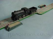 1. Brinquedos antigos - Y. - Pista de manobra com Locomotiva a vapor e um vagão Década de 1960