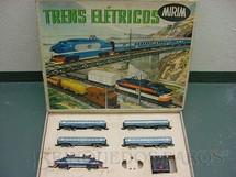 1. Brinquedos antigos - Atma - Conjunto de Locomotiva e quatro Carros de Passageiros Companhia Paulista Corrente Alternada Atma Mirim Década de 1950
