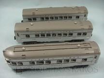 1. Brinquedos antigos - Lionel - Conjunto de tres Carros de Passageiros prata com teto cinza Ano 1950