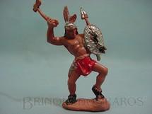 1. Brinquedos antigos - Educa - Índio de pé com escudo e machado 12,00 cm de altura Década de 1970