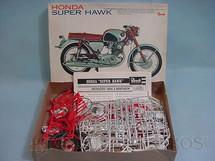 1. Brinquedos antigos - Revell - Motocicleta Honda Super Hawk caixa mole