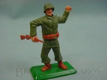 1. Brinquedos antigos - Timpo Toys - Soldado Americano da Segunda Guerra atirando granada base de metal Década de 1970
