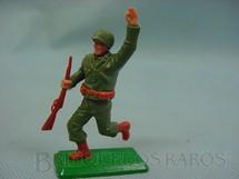 1. Brinquedos antigos - Timpo Toys - Soldado Americano da Segunda Guerra correndo base de metal Década de 1970