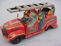 1. Brinquedos antigos - Sem identificação - Caminhão com escadas e quatro figuras. 10,00 cm de comprimento. Década de 1960