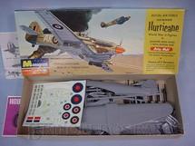 1. Brinquedos antigos - Monogram - Avião Hawker Hurricane Década de 1960