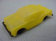 1. Brinquedos antigos - Sem identificação - Simca Chambord com 6,00 cm de comprimento amarelo brinde Toddy Década de 1960