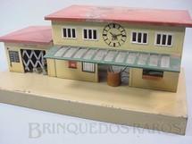 1. Brinquedos antigos - Kibri - Estação de passageiros com relógio Década de 1930