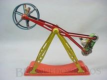 1. Brinquedos antigos - Arnold - Motocicleta e Acróbata 28,00 cm de altura Década de 1950