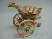 1. Brinquedos antigos - Sem identificação - Ganso com rodas 11,00 cm de altura Penny Toy Década de 1920