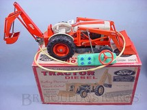 1. Brinquedos antigos - Cragstan Corporation - Trator Ford com Retroescavadeira 4000 Ford Industrial Tractor and Equipment Escala exata Fabricado exclusivamente para Ford Motor Co. Década de 1960